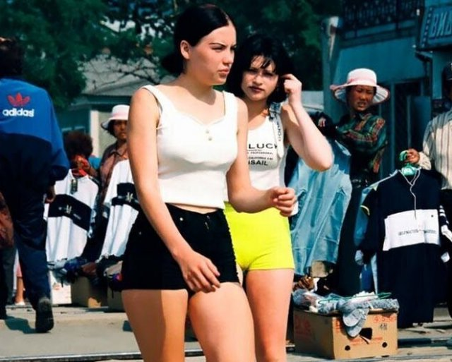 Девушки из 90-х: разные, но все равно симпатичные