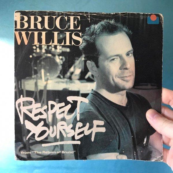 Во время уборки на чердаке я обнаружил, что Брюс Уиллис был певцом