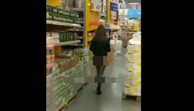 Девушка пришла в магазин в откровенном наряде