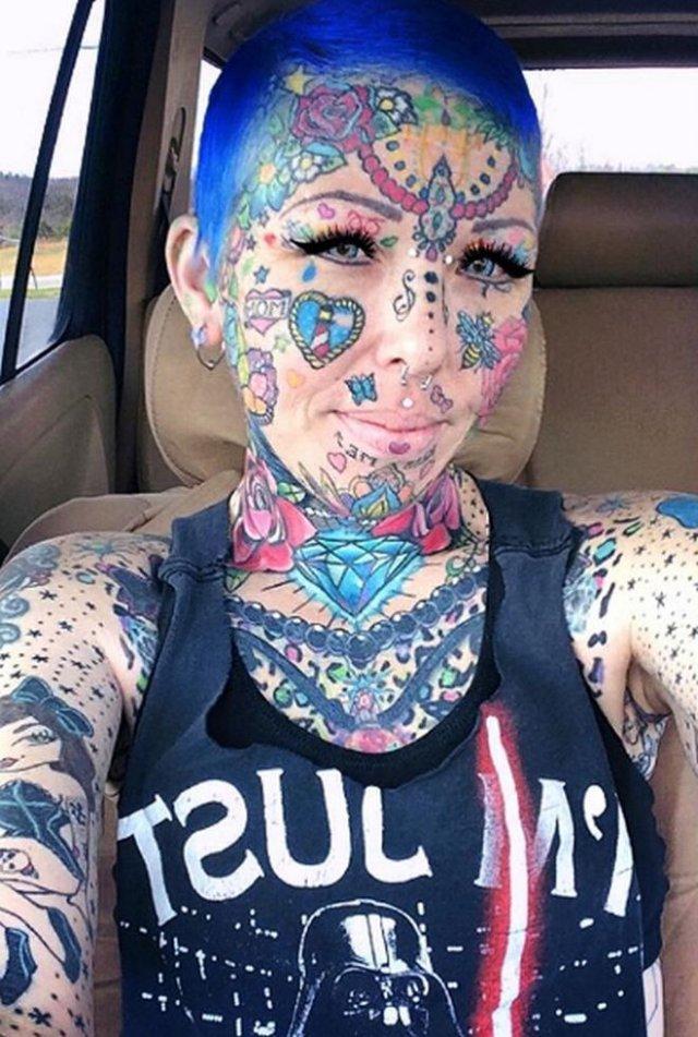 Зрелище не для слабонервных: девушка, которая набила одну тату, но остановиться не смогла