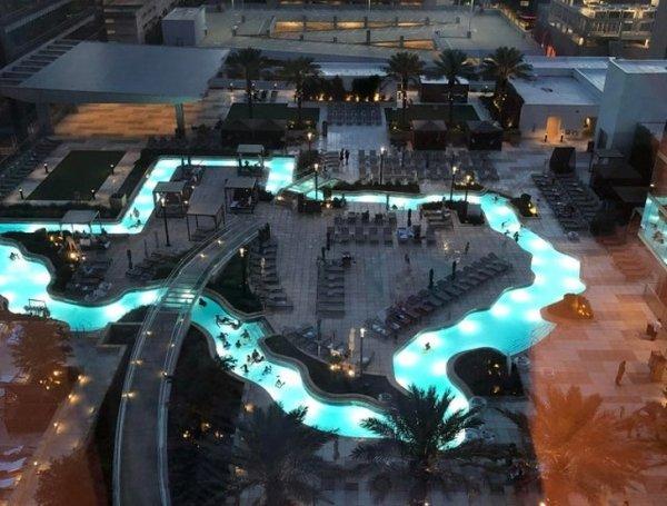 Бассейн в отеле в форме штата Техас