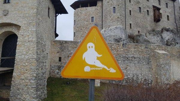 Предупреждающий знак в польском замке