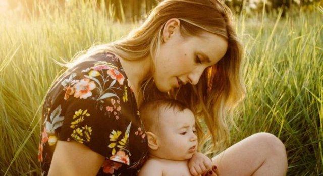 «Страх меня просто парализовал!»: Российским матерям из-за коронавируса приходится выживать