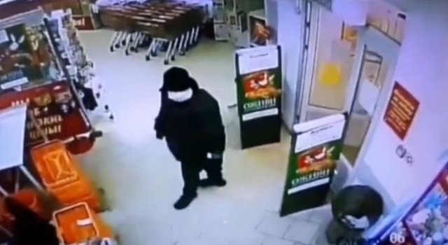 Профессионал: спокойно вошел, взорвал банкомат, забрал деньги и вышел