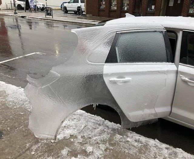 лед в форме двери