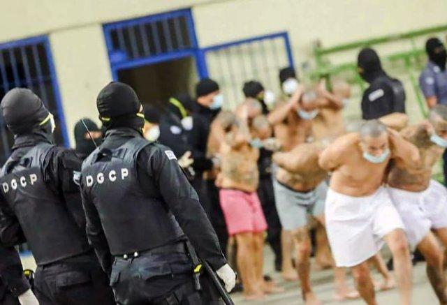 Власти Сальвадора толпами заталкивают заключенных в тюрьмы, игнорируя социальное дистанцирование
