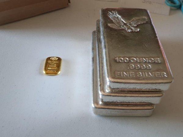 Слитки серебра и золота