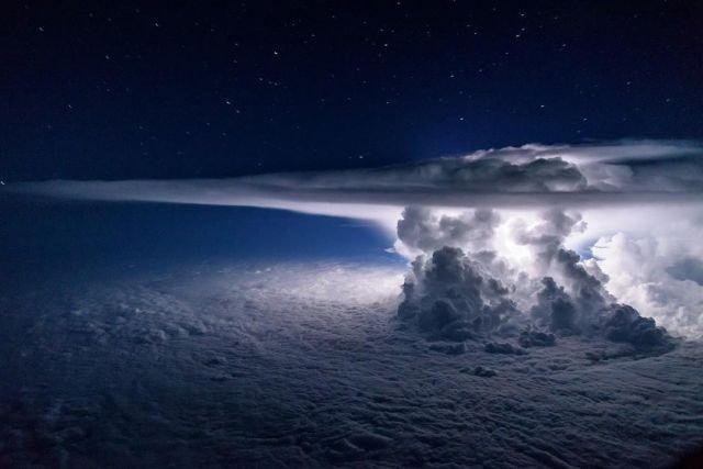 Как выглядит шторм на высоте 37 000 футов