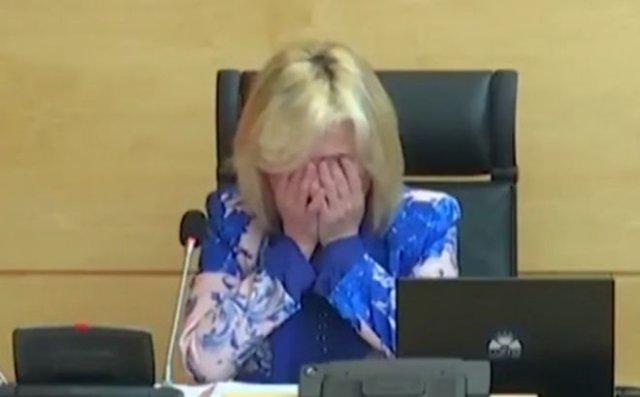 Министр здравоохранения Испании Вероника Касадо не смогла сдержать слез, зачитывая имена погибших вр