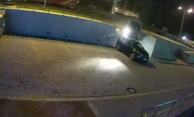 Пьяный водитель из Воронежа «удобно» припарковался