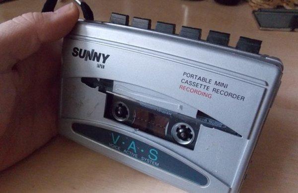 Работающий кассетный плейер