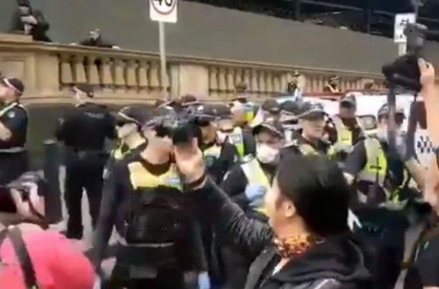 Протест против вышек 5G - в Австралии тоже есть странные люди
