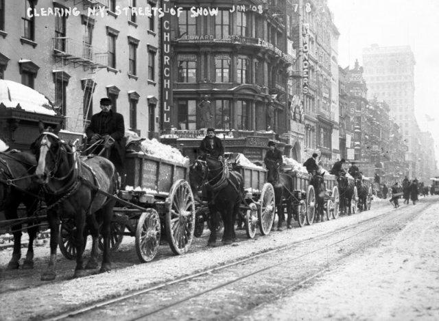 Уборка улиц в далеком прошлом