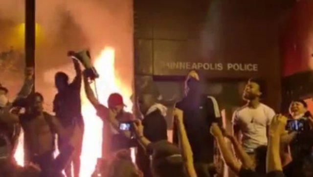 В Миннеаполисе ввели режим ЧС: погромы продолжаются