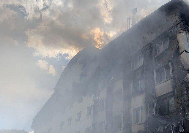 В Тюмени горит бизнес-центр «Парус»