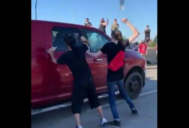 В городе Талс мужчина въехал в толпу на грузовике