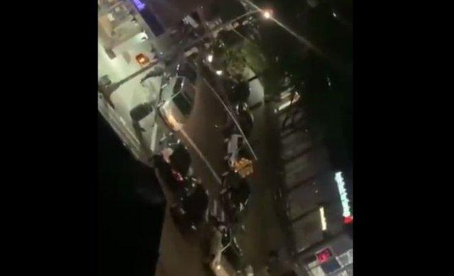В Нью-Йорке машина на полном ходу сбила полицейского