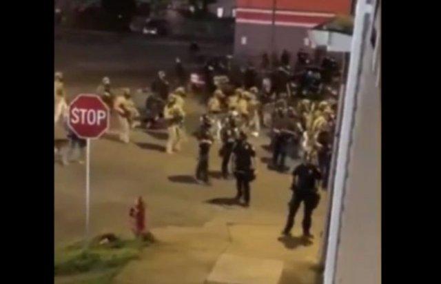 В США водитель внедорожника насмерть сбил двух спецназовцев