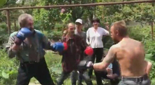 """""""Конор"""" вышел сразу против двух бойцов"""