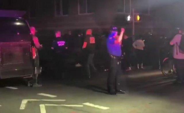 В Нью-Йорке мужчина начал стрелять по людям - полицейские его ликвидировали