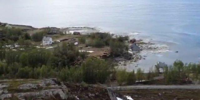 В Норвегии часть поселка ушла под воду из-за оползня