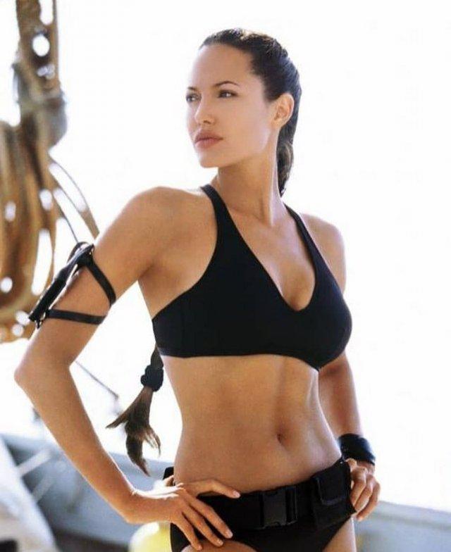 Анджелине Джоли – 45