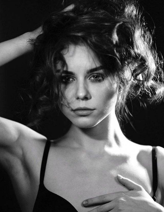 Актриса из Санкт-Петербурга Мария Рейн два месяца встречала доставщиков еды топлес