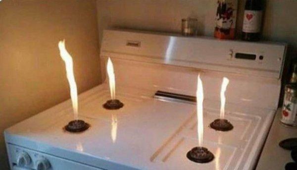 Если включить плиту без крышек от конфорок