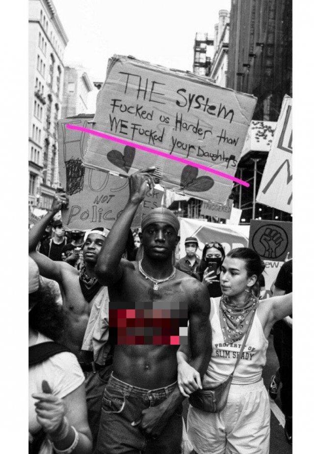 Дочь Ивана Урганта вместе с темнокожим бойфрендом вышла на митинг в Нью-Йорке