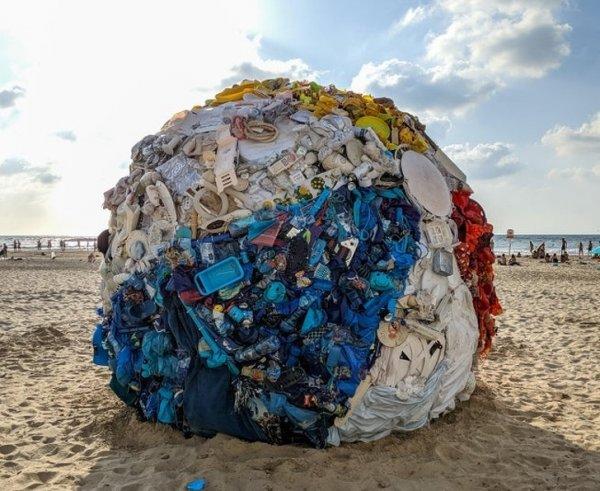 Мяч из пластика