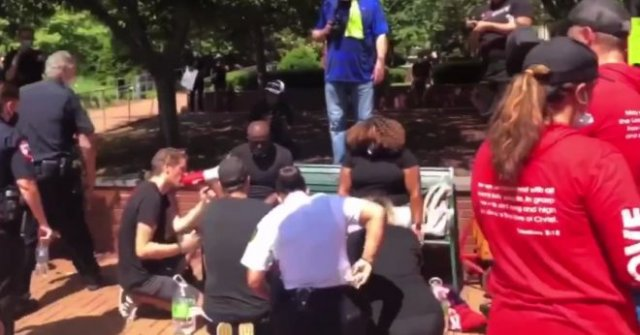 В Северной Каролине полицейские решили помыть ноги чернокожим