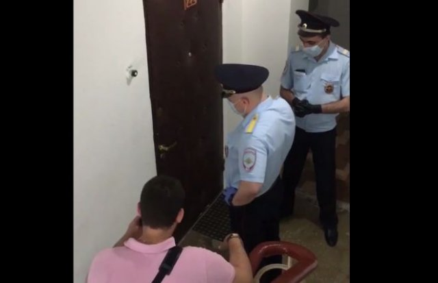 К Михаилу Ефремову приехали полицейские, но он не выходит, ссылаясь на плохое самочувствие