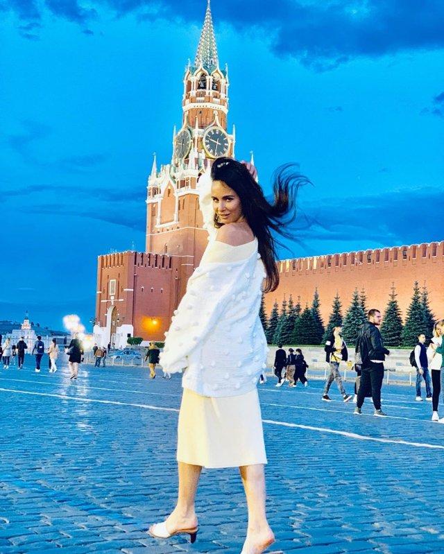 """Как сейчас выглядит звезда 90-х Саша Зверева из группы DEMO, спевшая хит """"Солнышко в руках"""""""