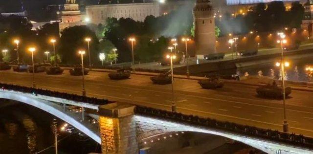 По Москве прошли танки