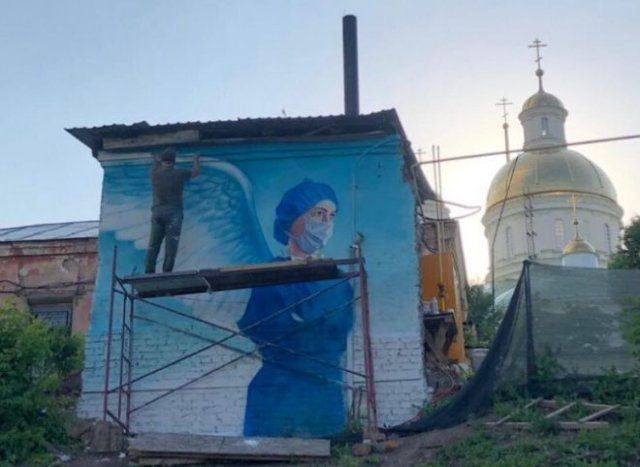 Граффити с просторов России, посвященные врачам, борющимся с коронавирусом