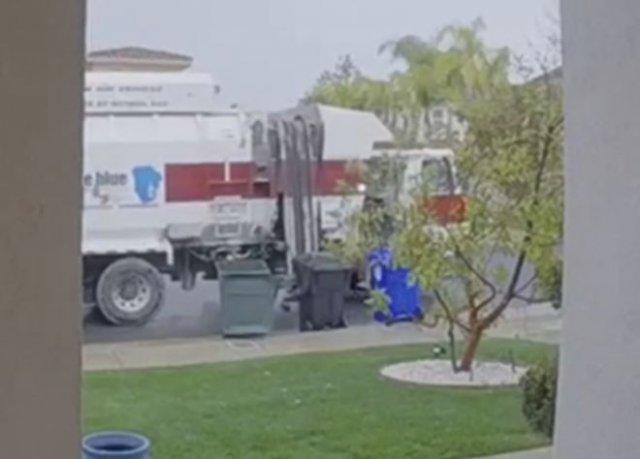 Очень суровый мусоровоз