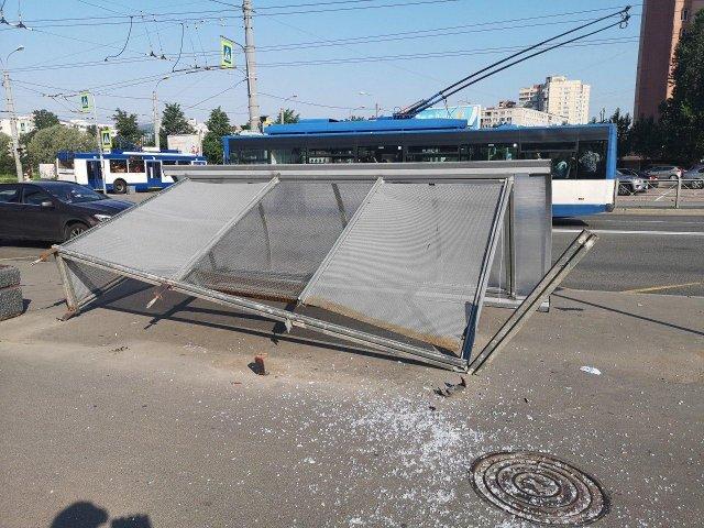 Сильнейшая гроза затопила Петербург