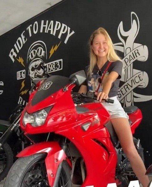 18-летняя блогер Настя Тропицель