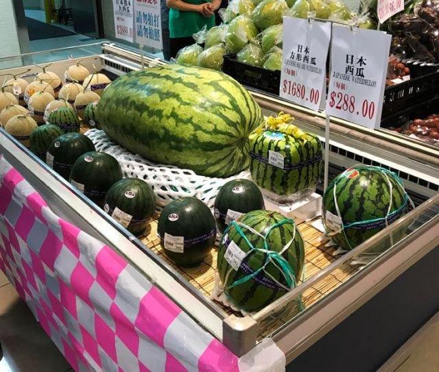 В магазинах можно купить арбузы на любой вкус