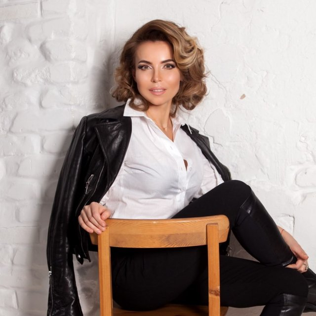 Как выглядит Марина Газманова - 50-летняя жена певца Олега Газманова