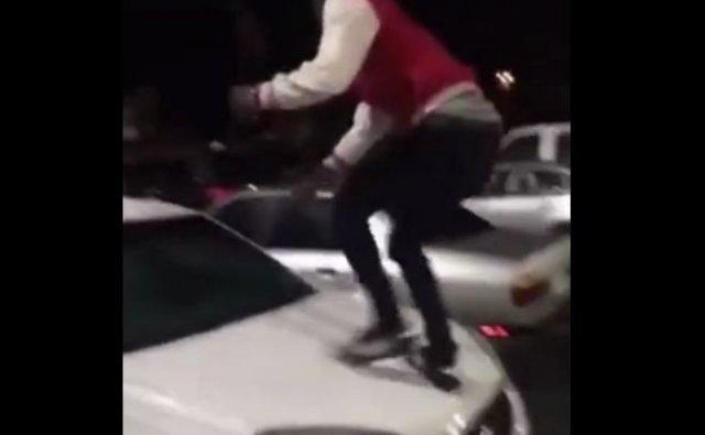 Видео с закономерным финалом: темнокожий парень залез на белую машину
