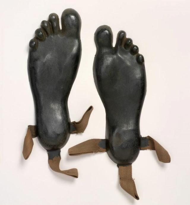 Галоши в форме ног