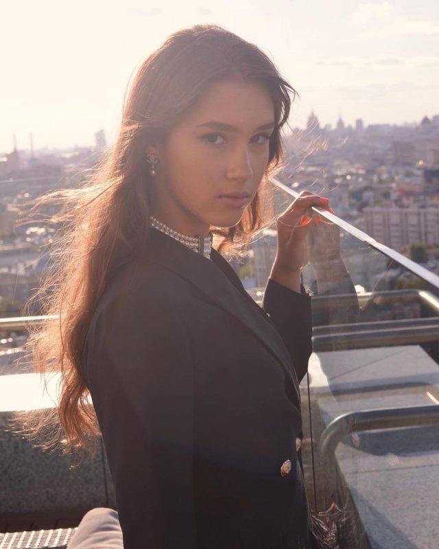 18-летняя дочь политика Бориса Немцова Дина