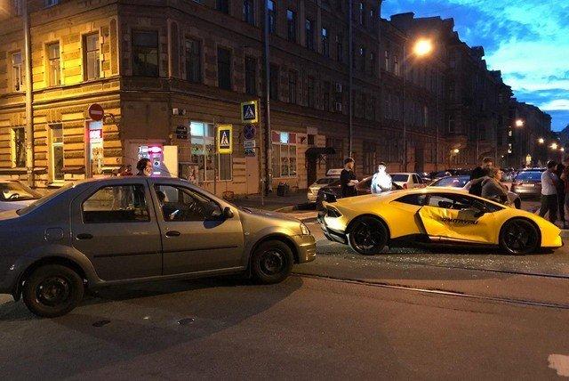 Блогер Димас разбил Lamborghini в центре Петербурга
