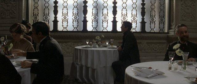 Кристофер Нолан запрещает стулья на съёмках фильмов - в Сети неоднозначно прореагировали на это