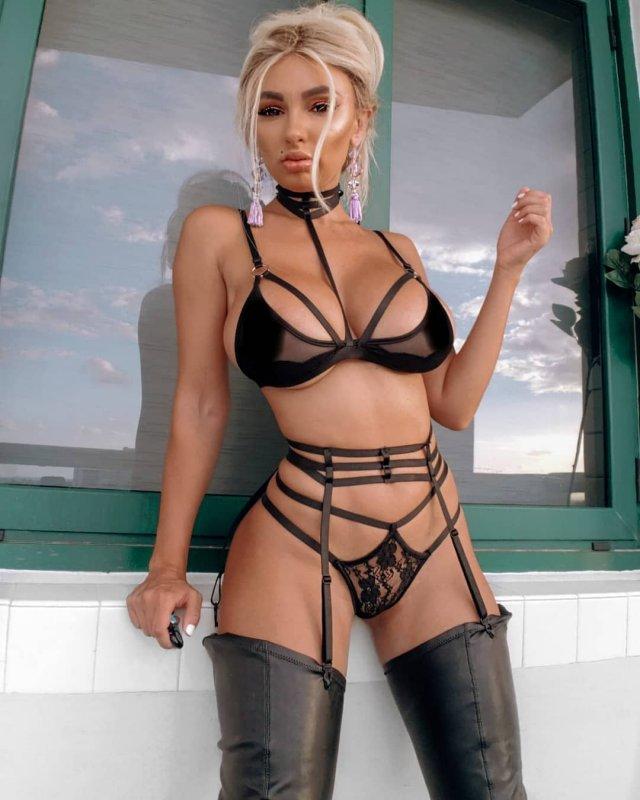 Ирина Иванова хотела показать красивый вид с балкона, но подписчики увидели другое