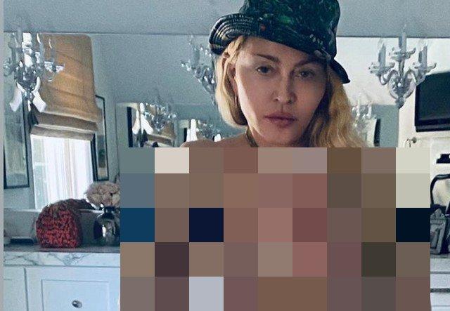 61-летняя Мадонна снялась топлес