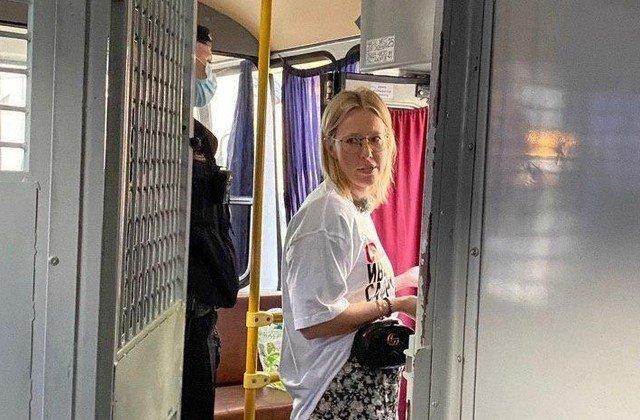 Ксению Собчак отправили в автозак с пикета в поддержку журналиста Ивана Сафронова