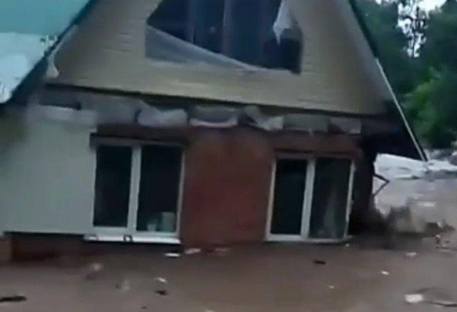 В Подмосковье из-за непогоды начали уплывать частные дома