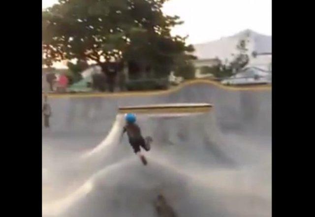Очень изящное падения со скейтборда